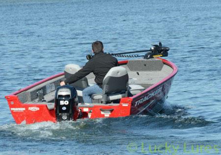 Der Angelbegleiter für das Vertikalfischen von Tracker.