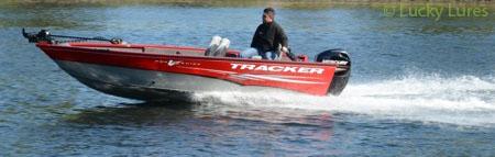 Bildhübsch und für den Vertikalangler gemacht: Tracker Boote.