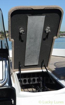 Nitro-Boote mit speziellen Rutenstaufach.