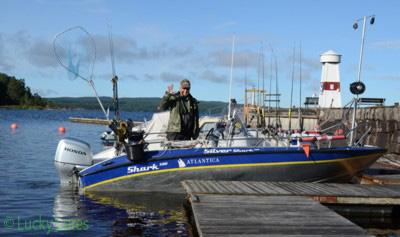 Guide Peter mit seinem Trollingboot am Glafsfjorden.